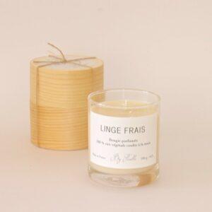 Bougie parfumée linge frais rappelant l'odeur du linge fraichement lavéséchant au soleil. Bougie artisanale fabriquée en France. Acheter boutique Paris 11