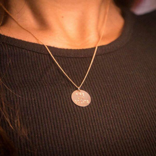 Collier Médaille Rire aux éclats or pas cher acheter en ligne, collier médaille message