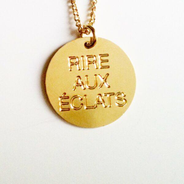 collier médaille message joyeux