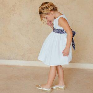 Robe fille Julie Les Petits Inclassables robe de baptême cérémonie et cortège pour petite fille. Robe blanche simple sans manches. Dispo boutique Paris