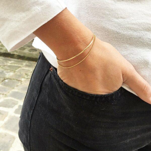Bracelet double jonc et chaîne doré disponible tout or ou avec le bracelet turquoise. Bijou cadeau à acheter en ligne ou dans notre boutique à Paris