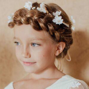 Couronne de fleurs fille Jade Les Petits Inclassables pour un petit look bohème pour un mariage, une fête ou autre cérémonie. Dispo boutique Paris