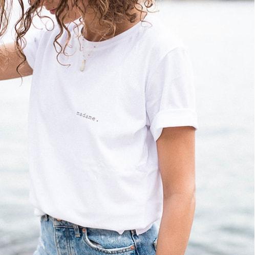 Tee-shirt Buttée madame à porter par la mariée au lendemain du mariage ou au quotidien. Tee shirt blanc message madame. Acheter boutique paris