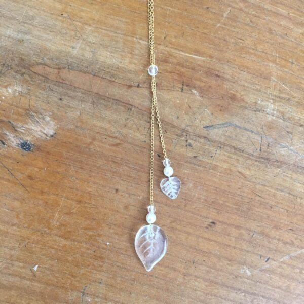 Accessoire bijou de dos doré et perles. Accessoire mariée chic et pour le dos à ajouter à un collier. Acheter boutique Paris et en ligne
