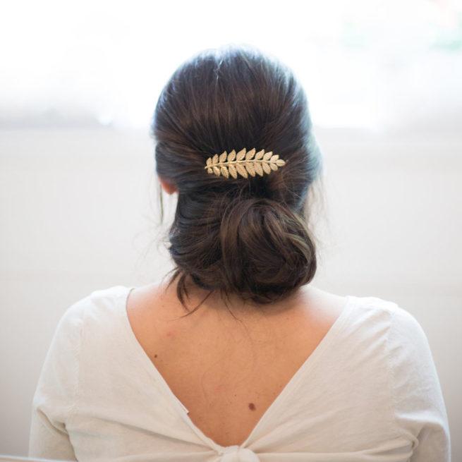 Accessoire de cheveux Peigne feuilles doré ou argenté pour coiffure chignon de mariée ou cheveux wavy. Acheter boutique Paris ou en ligne