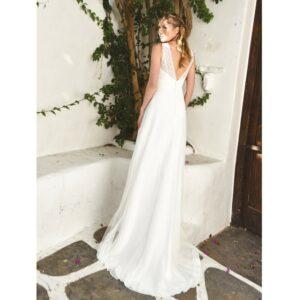 Bo'M Robe de mariée longue Helena. Robe bohème chic dentelle disponible dans notre boutique mariage à Paris 11ème. Prendre un RDV privé