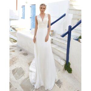 Robe de mariée longue Cloé. Robe bohème chic mousseline et guipure disponible dans notre boutique mariage à Paris 11ème. Prendre un RDV privé