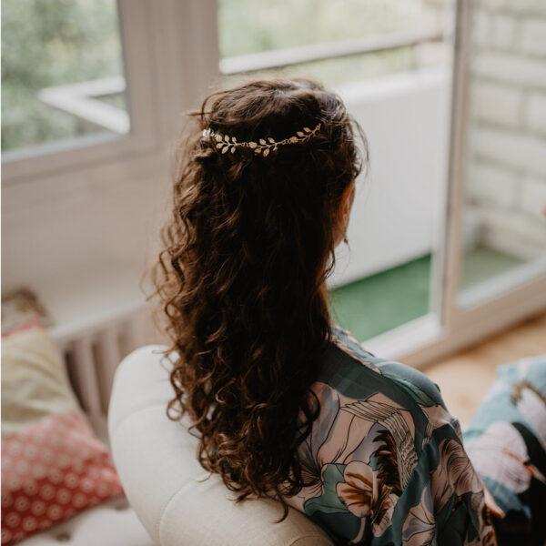 Accessoire de cheveux bijou de chignon feuilles dorées. Accessoire pour mariée pour chignon ou coiffure wavy. Acheter boutique mariage Paris ou en ligne