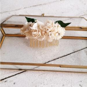 Peigne de fleurs séchées et stabilisées écru et vertes. Peigne fleuri mariée champêtre. Acheter en ligne ou boutique Paris