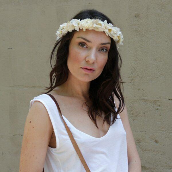 Peigne en fleurs stabilisées et séchées Intemporelle. Accessoires de tête fleurs peigne fleuri pour mariée, témoins ou quotidien. Boutique Paris