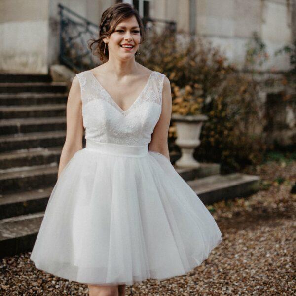 Robe de mariée courte Lara. Robe mariée civile blanche pour la mairie ou soirée. Acheter boutique Paris et en ligne. Petits prix