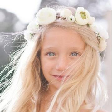 Couronne de fleurs fille Nina Les Petits Inclassables. couronne fille d'honneur cortège fleurs artificielles. Acheter boutique Paris et en ligne