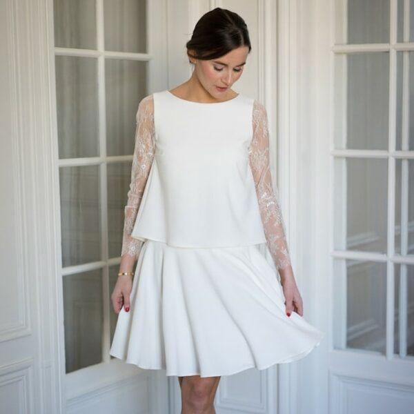 Atelier Camille - Robe courte blanche Balthazar. Robe de mariée manches longues dentelle et jupe corolle. Acheter en ligne et dans notre boutique à Paris