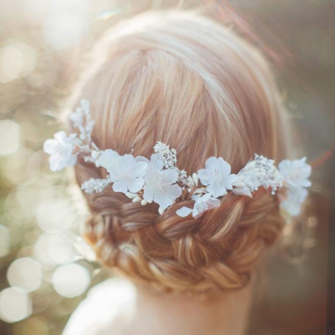 Accessoire de cheveux Peigne Daphné. Accessoires mariée pour coiffure bohème. Bijou de tête fleurs. Acheter en ligne et boutique Paris