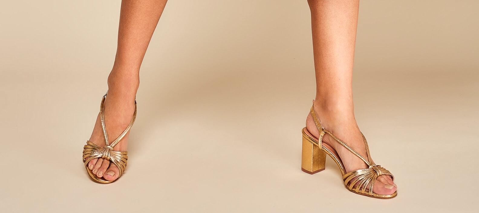 Les chaussures de mariée arrivent chez Pivoines and love ! Escarpins et sandales personnalisées faits main en France. Boutique Paris