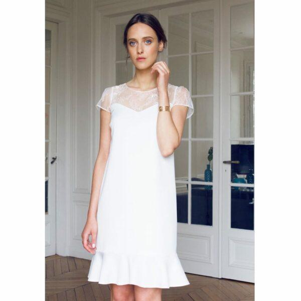 Atelier Camille - Robe courte blanche Gaspard. Robe de mariée manches courte simple et droite. Acheter en ligne et dans notre boutique à Paris