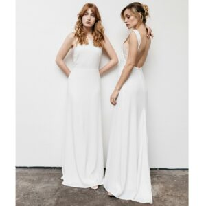 By Romance - Robe longue blanche Intemporelle. Robe de mariée simple et fluide. Acheter en ligne et dans notre boutique à Paris