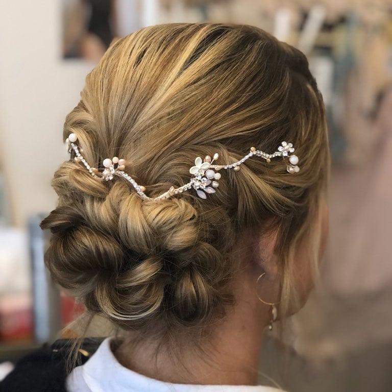 Accessoire cheveux - tiare romantique avec touches de rose. Acheter bijou de tête mariée boutique mariage Paris et en ligne