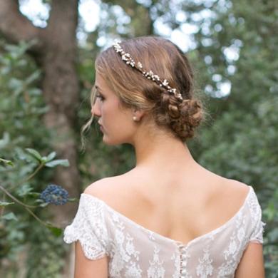 Accessoire de cheveux Couronne Sophia. Accessoires mariée pour coiffure bohème. Bijou de tête perles naturelles. Acheter en ligne et boutique Paris