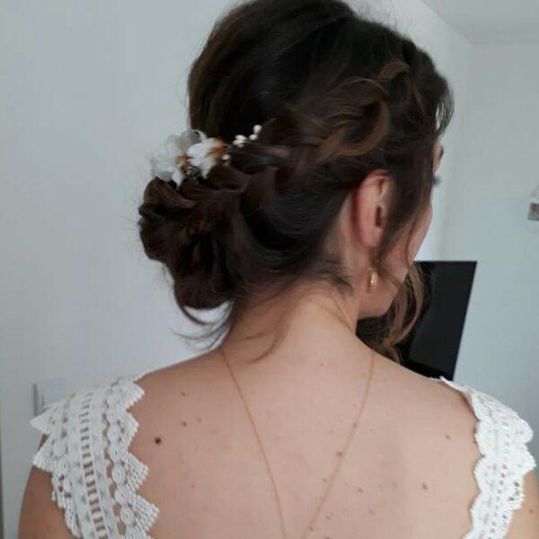 Accessoire de cheveux Peigne fleuri Daphné. Accessoires mariée pour coiffure bohème. Bijou de tête fleurs. Acheter en ligne et boutique Paris