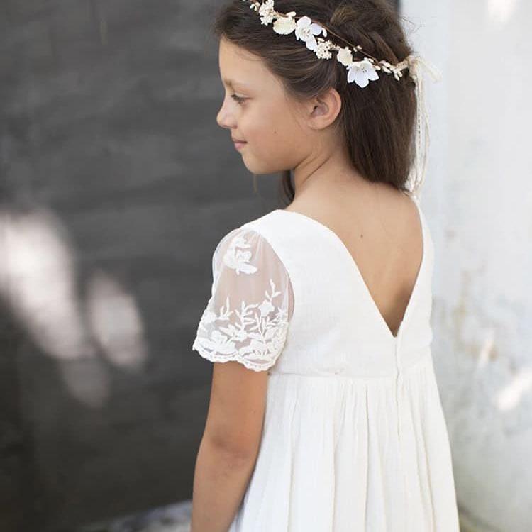 Couronne de fleurs fille Danaë Les Petits Inclassables pour un petit look bohème pour un mariage, une fête ou autre cérémonie. Dispo boutique Paris