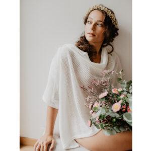 Châle de mariée en mohair Deep fait main en France par la créatrice Claire Joly. Boléro, étole, cape accessoire mariage. Acheter boutique Paris ou en ligne