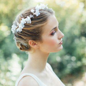 Accessoire de cheveux Couronne de fleurs Daphné. Accessoires mariée pour coiffure bohème. Bijou de tête fleurs. Acheter en ligne et boutique Paris