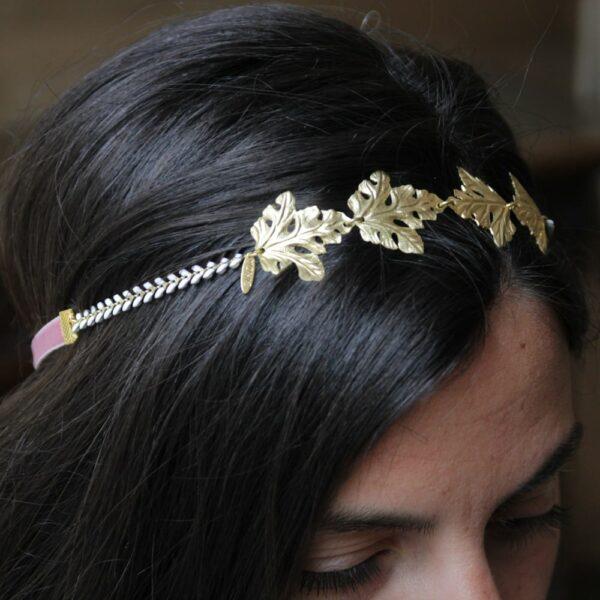 Headband feuilles dorées Monic. Accessoire de cheveux doré et coloré pour mariée. Acheter en ligne sur notre site et dans notre boutique à Paris