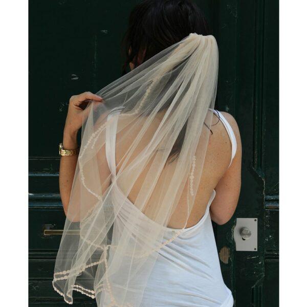 Voile de mariée bordure brodée. Acheter boutique mariage Paris. Accessoire de mariée voile et voilette. Commander en ligne
