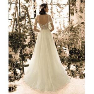 Robe de mariée longue Paola Metropolitan collection 2020. Robe bohème chic tout en dentelle dans notre boutique mariage à Paris 11ème. Prendre un RDV privé