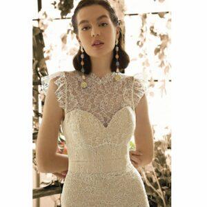 Robe de mariée longue Gabriella Metropolitan collection 2020. Robe boho chic tout en dentelle dans notre boutique mariage à Paris 11ème. Prendre un RDV