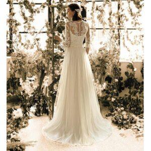 Robe de mariée longue Giulia Metropolitan collection 2020. Robe bohème chic tout en dentelle dans notre boutique mariage à Paris 11ème. Prendre un RDV privé