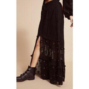 Amenapih Jupe longue noire en dentelle Indicia. Jupe bohème et cowboy à la fois pour femme stylée look automne hiver. Acheter boutique Paris et en ligne