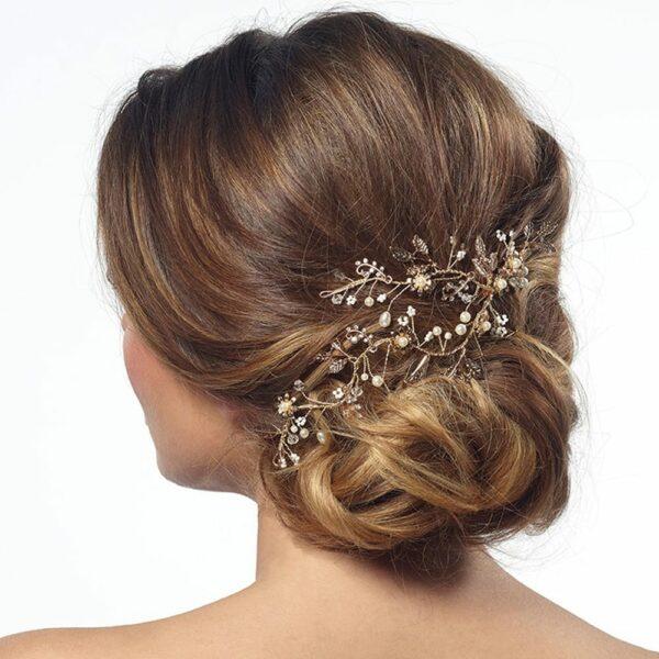 Accessoire de cheveux fleurs dorées et strass Poirier. Bijou de tête mariée doré feuilles, fleurs, perles et strass. Acheter en ligne et boutique Paris