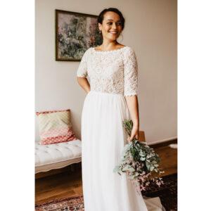 Robe de mariée dentelle longue Beth Bo'M collection 2020. Robe dentelle manches longues dans notre boutique mariage à Paris 11ème. Prendre un RDV privé