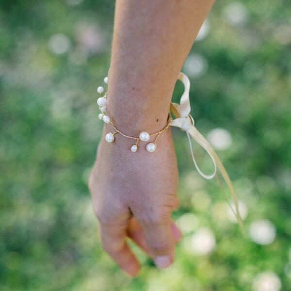 Accessoire Bracelet doré et perles Pearl. Accessoires mariage pour bridesmaids ou mariée. Bracelet chic perles. Acheter en ligne et boutique Paris