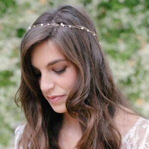 Accessoire Couronne dorée et perles Morgan. Accessoires cheveux mariage pour bridesmaids ou mariée. Bijou de tête. Acheter en ligne et boutique Paris