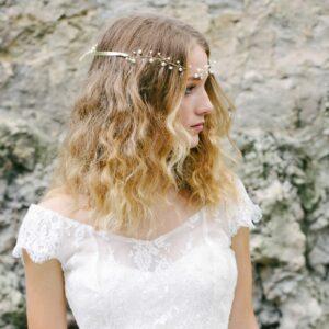 Accessoire Couronne dorée et perles Pearl. Accessoires cheveux mariage pour bridesmaids ou mariée. Bijou de tête. Acheter en ligne et boutique Paris