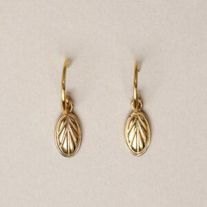 Boucles d'oreille plaqué or pendentif ovale style rétro. Bijou bohème chic en argent plaqué or fait main. Disponible dans notre boutique à Paris et en ligne