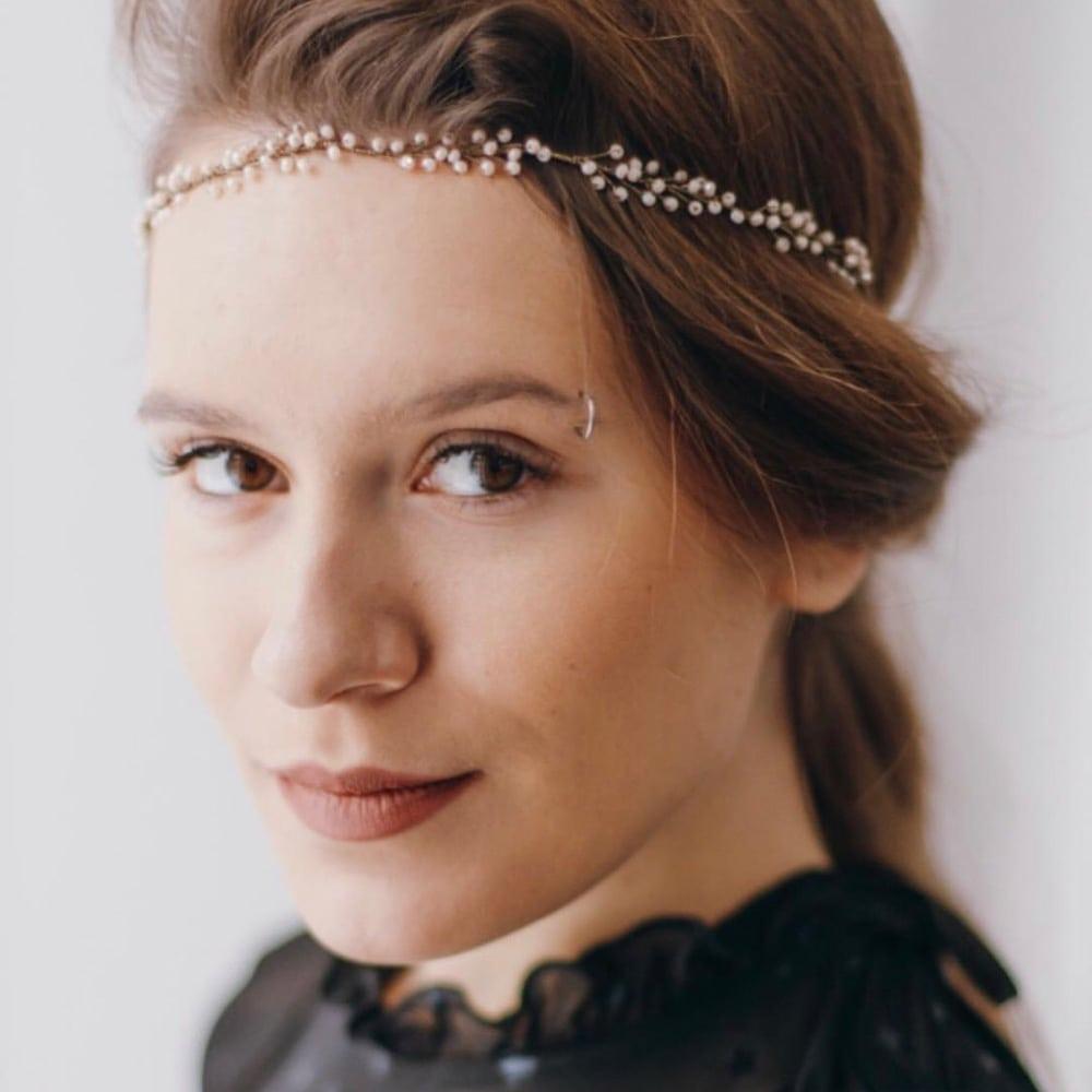 boutique accessoires cheveux strass. Couronnes, tiare, headband en perles ou strass pour mariée ou évènement Nebo. Acheter boutique Paris et en ligne