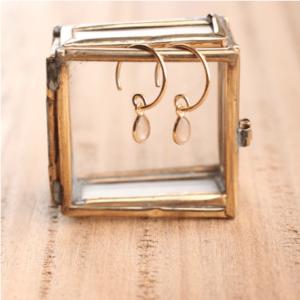 Collier doré pendentif ovale ciselé. Collier retro oriental pour mariée bohème chic. Accessoire mariage. Acheter boutique paris et en ligne