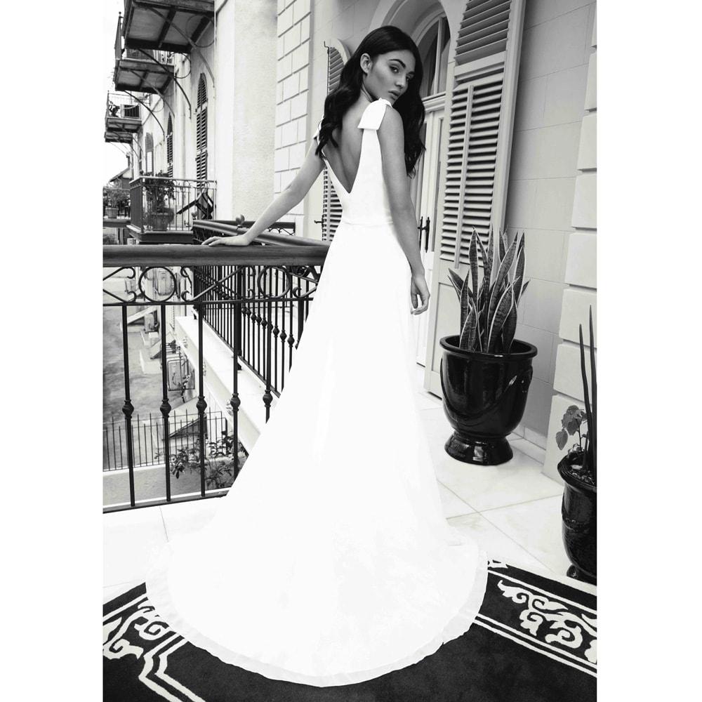 Robe de mariée longue et simple Olivia by One and Only 2020. Robe blanche mariage. Acheter boutique Paris et en ligne. Prendre RDV essayage