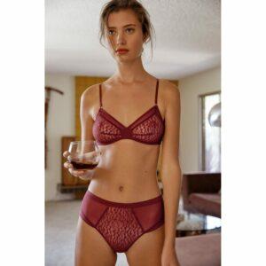 Lingerie soutien-gorge triangle couleur bordeaux Karlie par Icone lingerie. Lingerie stylée petits prix. Acheter en ligne et boutique à Paris 11ème