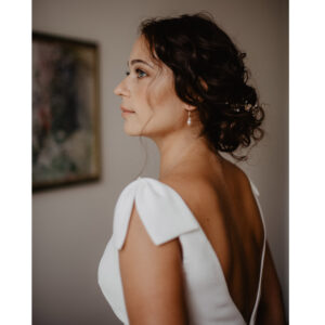 Robe de mariée longue et simple Olivia collection 2020. Robe blanche mariage. Acheter boutique mariage Paris et en ligne. Prendre RDV essayage