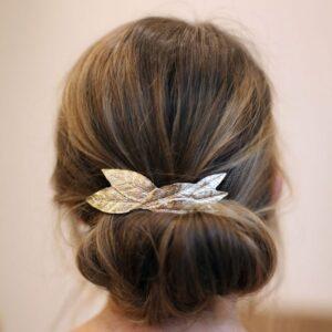 Barrette pour cheveux à décor de feuilles dorées. Accessoire de cheveux doré et stylé pour mariage ou quotidien. Acheter boutique Paris et eshop