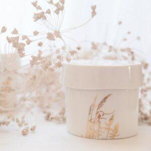 Boîte déco et rangement en porcelaine Myriam Ait Amar. Décoration épurée. Cadeau noël fait main en France. Acheter boutique Paris et en ligne
