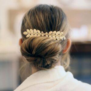 Barrette pour cheveux petites feuilles dorées. Accessoire de cheveux doré et stylé pour mariage ou quotidien. Acheter boutique Paris et eshop
