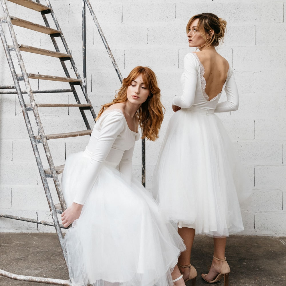 By Romance boutique Paris. Robes de mariée simples et chic. Jupe tutu, jupe plissée et combi pantalon. Eshop et concept-store mariage Paris