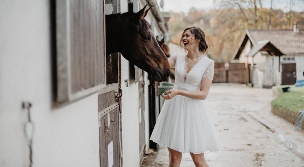 tenues femme robes de mariée et robes de soirée boutique mariage paris et en ligne