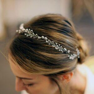 Nebo Couronne de perles pour les cheveux Ludmila. Accessoire de cheveux strasse, bijou de tête brillant pour mariage. Acheter boutique Paris et en ligne
